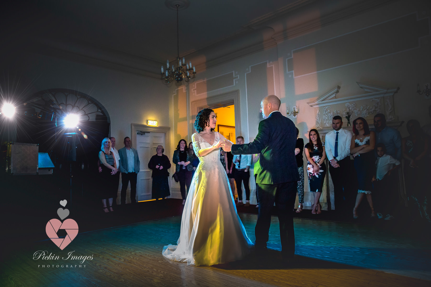 First dance at East Wood park in Gloucestershire. wedding photographer in Swindon, Wiltshire